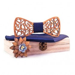 Dřevěný motýlek s broží, kapesníčkem a manžetovými knoflíčky